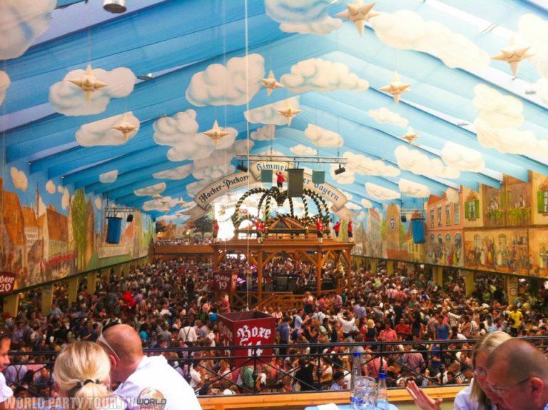 tente ciel bleu et nuages oktoberfest munich 2011 world party tour