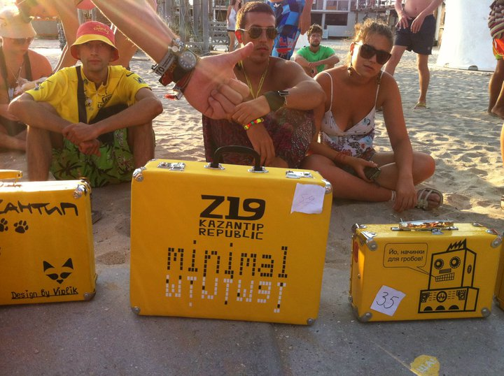 valises jaunes kazantip republic 2011 world party tour