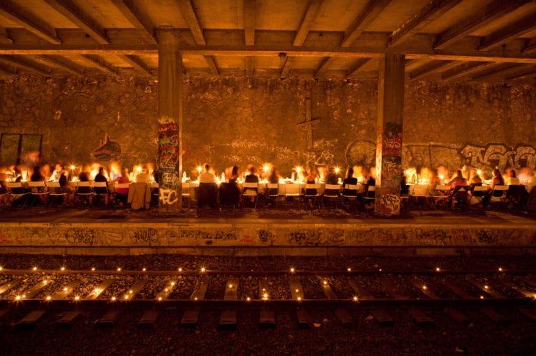 table bougies urbex petite ceinture ancienne gare de Montrouge Paris france soirée publique WATO The Urban Tribe Dinner agence wato we are the oracle evenementiel events