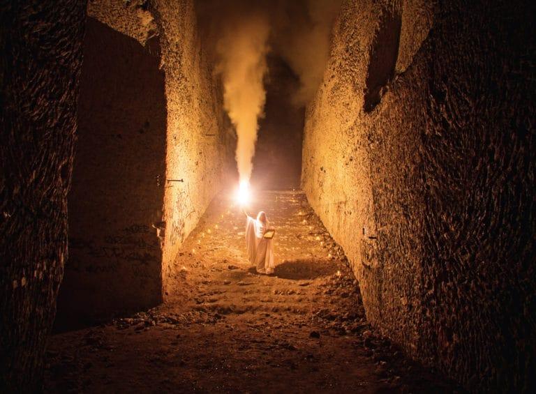 wato-agence-evenementielle-paris-the-hidden-temple-carriere-brimborion-fumée